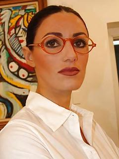 MILF Glasses Pics
